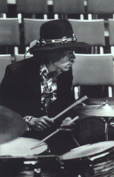 Londres (Royal Albert Hall) : 14 novembre 1967  Jimi356